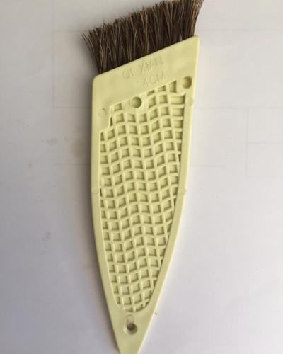 cọ dẹp cán vàng lông vàng 4cm